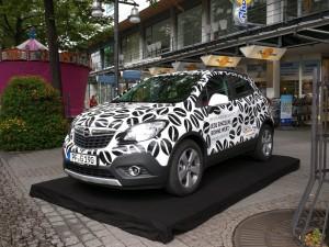 Außenpräsentation des Opel Mokka für das Autohaus Gerstel auf dem Oechslefest 2015